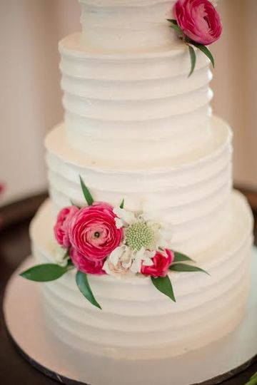 Flowers on the wedding cake