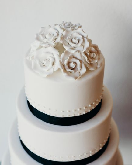 Classy white cake with floral