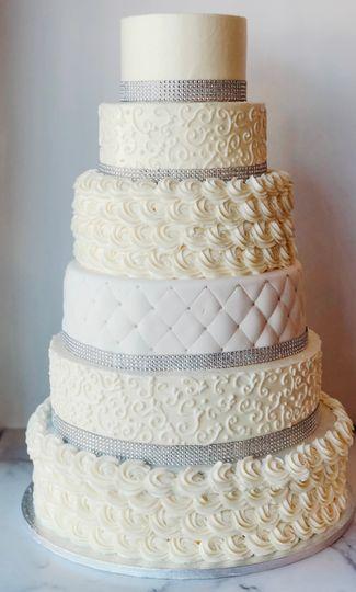 6-tier cake - feeds 305!