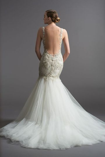 Backless gown