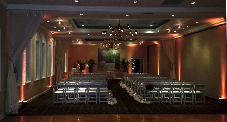Some warm up-lighting for the ceremony. - Benvenuto Restaurant & Banquet Facility
