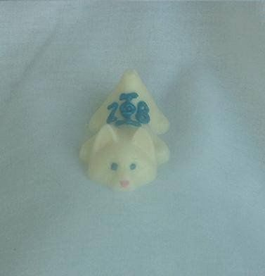 This adorable little cat can be made milk chocolate or in your desired white chocolate color.  It...