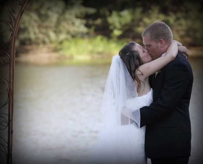A wedded kiss - Triston's Photography