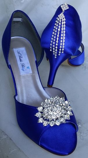 blue wedding shoes with oval crystal brooch and ca