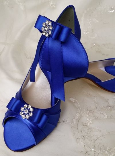 blue bridal shoes with sating bow and crystal broo