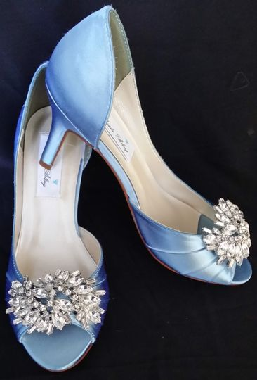 baby blue wedding shoes with large crystal brooch