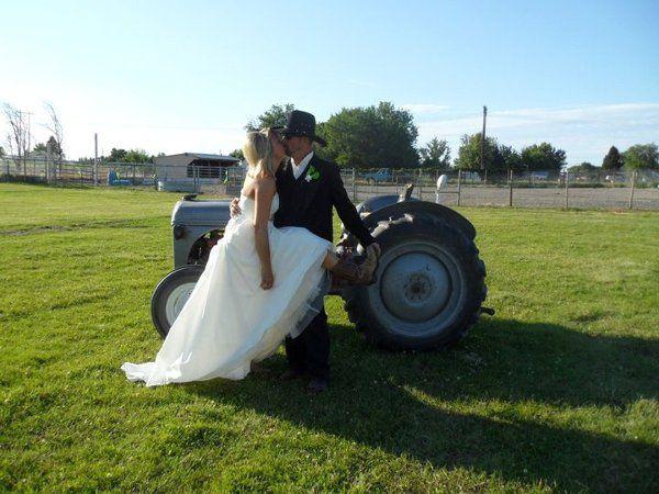 We adore Country Brides!