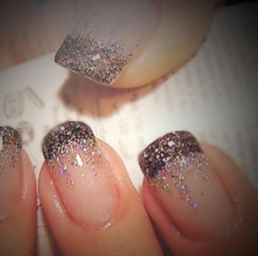 mani french black and glitter