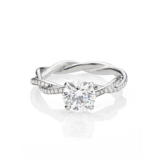 Elegant ring with diamond
