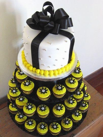 black and yellow cak