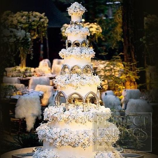 29 Wedding Cakes With Vintage Vibes: Perfect Endings