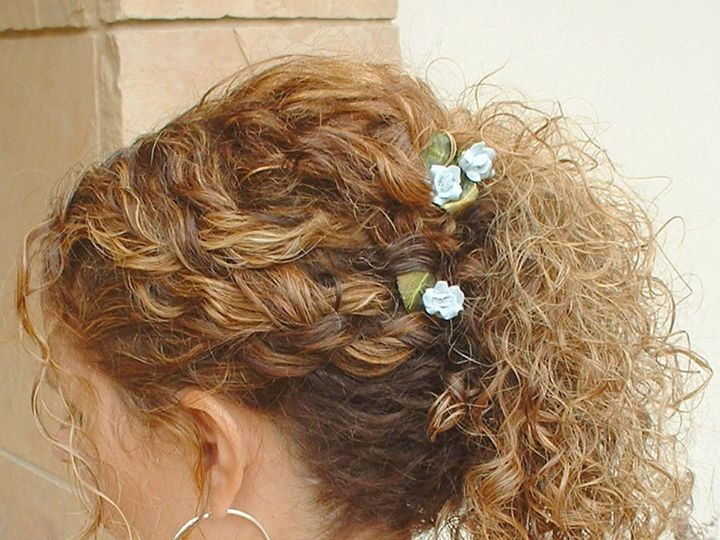 Tmx 1519427742 E8deccf93bd221aa 1519427740 1d4c967fbdd62a6b 1519427896480 3 Curly Hair Side We Longmont, CO wedding beauty