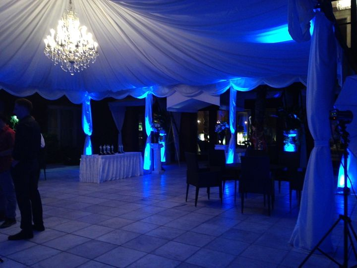 Uplighting the courtyard at the mansion on forsyth park