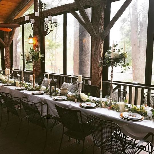 Head table and floral decor