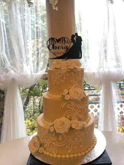 Personalized wedding cake