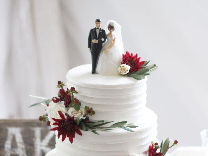 Tmx 1539207690 28c289a70beb731d 1539207688 8c819a4579594578 1539208053353 9 IMG 4405 Dubuque wedding cake