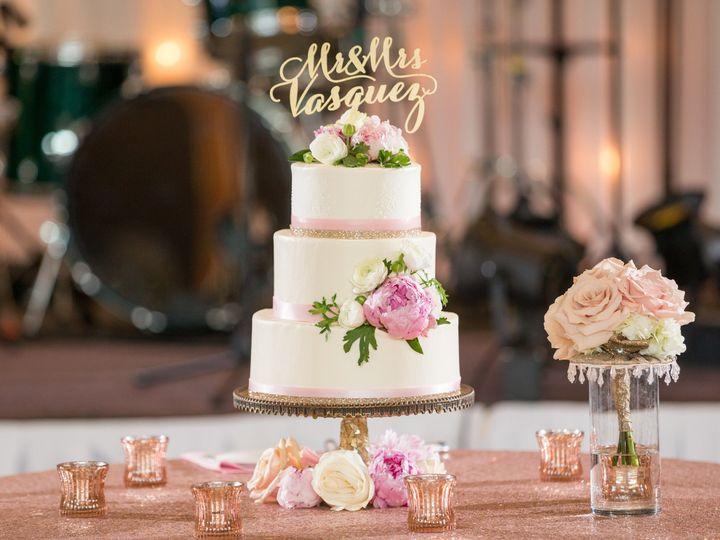 Tmx 1539207953 D534d8730ecdece4 1539207950 0813b855e567afb0 1539208314615 24 Mallory Brian Wed Dubuque wedding cake