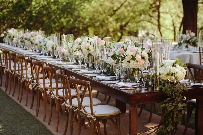 Outdoor rustic table design