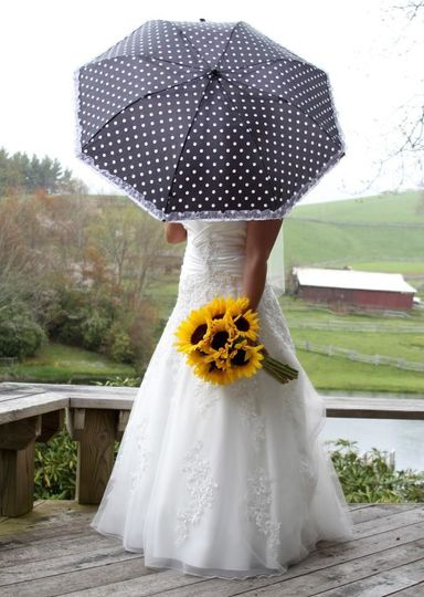 Bride holding sunflower bouquet