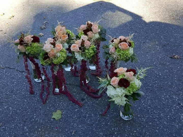 Tmx 1524184008 8ab441f33748bcbf 1524184007 Cf87266903012ec5 1524184014907 15 Bride96 Swannanoa, NC wedding florist