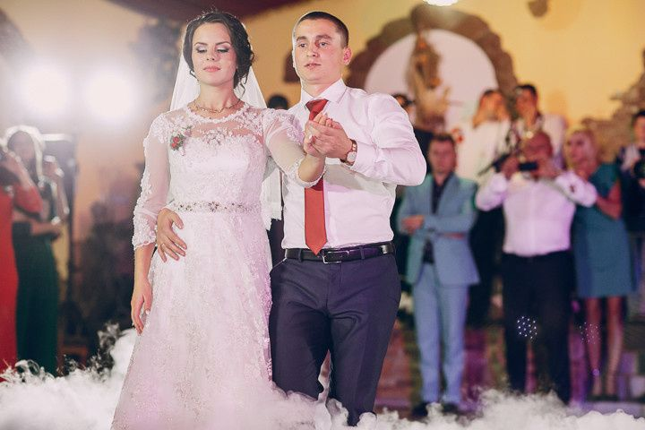 800x800 1508296627307 theweddingshowdjandmc 7