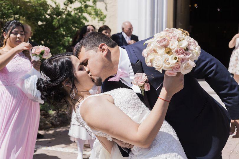 e6e812bdf671cd76 1526143673 edf0ce21cf326953 1526143670880 9 J L Wedding Images