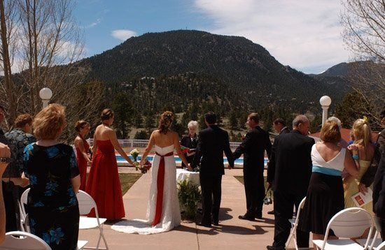 The wedding party joins hands for the final blessing