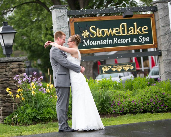 Stoweflake Front Sign