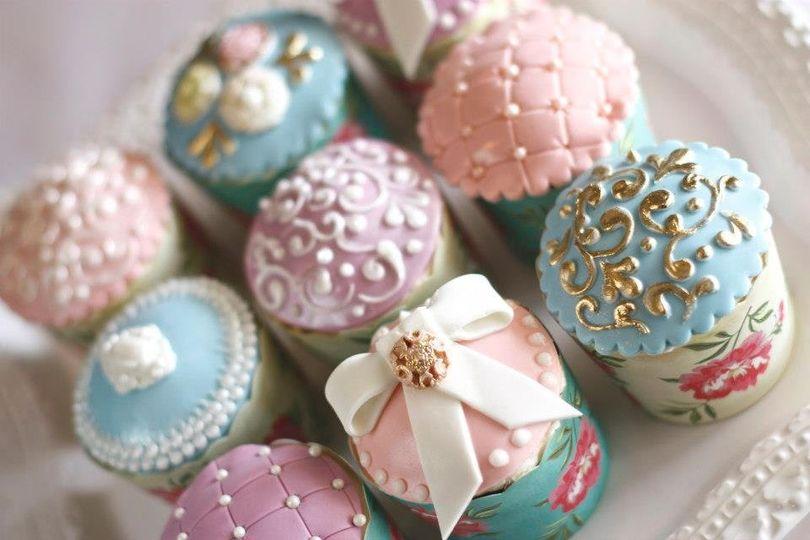 Custom wedding cupcakes