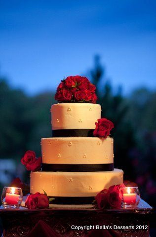 Tmx 1352127322236 Kissingerweddingcake Glenmoore wedding cake