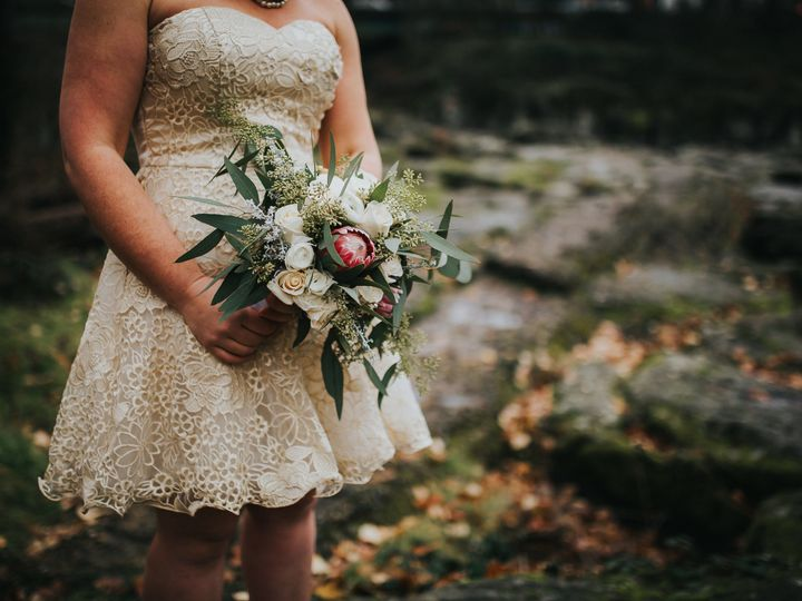 Tmx 1536681564 B78fc06f21c71c1c 1536681562 Ff89cf3e9909a8ec 1536681551185 11 DamascusDecemberC Portland, OR wedding florist