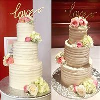 Linear texture cake with fresh roses