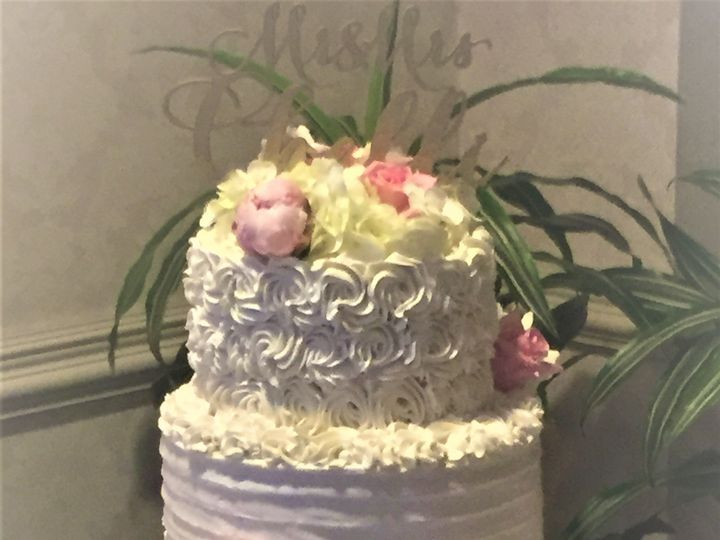 Tmx 1534261720 3ff415973bbf8356 1534261716 270cd4a0afb3b939 1534261708471 4 Wedding Cake Roset Glastonbury, CT wedding cake