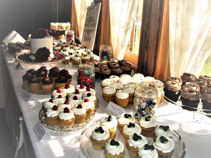 Tmx 1534261929 8d581ebd840391f2 1534261927 8e5fc46e04200a6f 1534261908031 8 Wedding Cupcake Bu Glastonbury, CT wedding cake