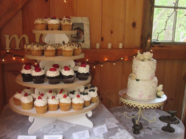 Tmx 1534262749 De0d07c64ed4294e 1534262747 69c250f17e1789dd 1534262729899 12 Wedding Cake And  Glastonbury, CT wedding cake