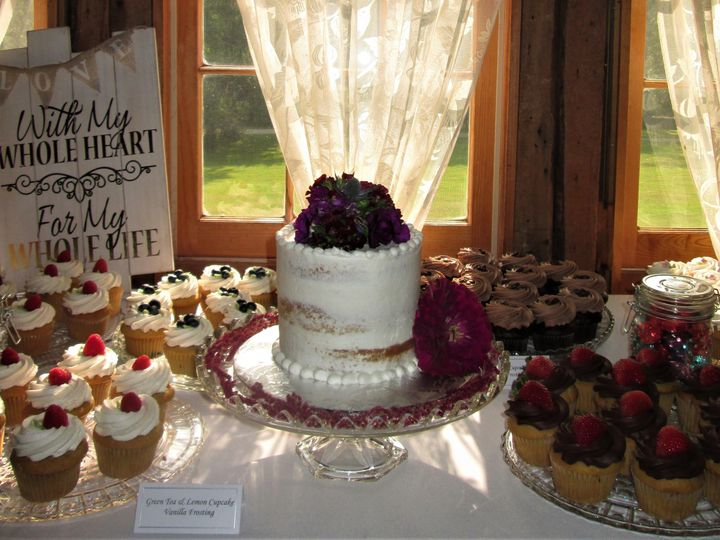 Tmx 1534279115 E71303de458a8d4d 1534279113 Fda8bc3628a3e0ce 1534279094663 2 IMG 0050  2  Glastonbury, CT wedding cake