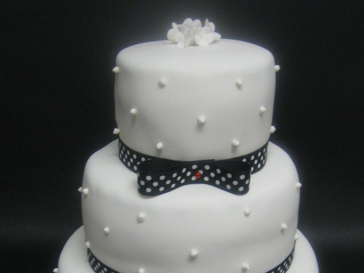 Tmx 1535134008 Bf55f81fe1ddaef2 1535134006 80b495a20fe08f91 1535134000083 5 Wedding Cake Red W Glastonbury, CT wedding cake