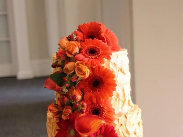 Tmx 1535579759 8dd27c759e85bb0c 1535579758 Be0108875fb10f4a 1535579756726 3 Fall Wedding Cake Glastonbury, CT wedding cake
