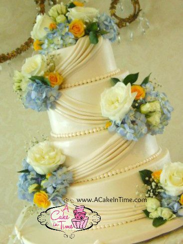 blue and yellow wedding cak