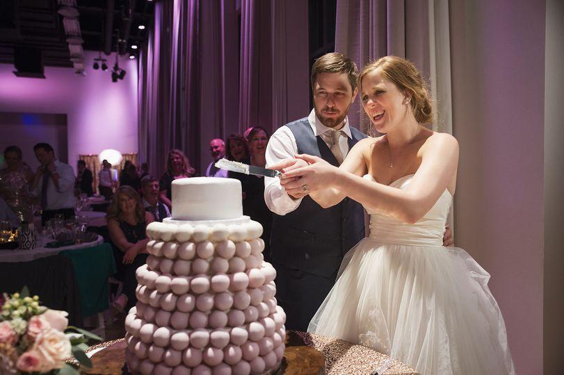 Slicing of cake
