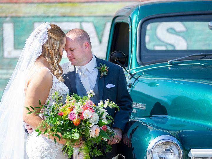Tmx Dlt 0618 51 446105 157464798068215 Delavan, Wisconsin wedding florist