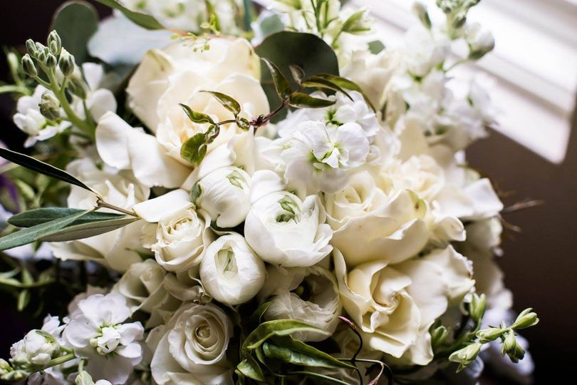 Decorative white flowers