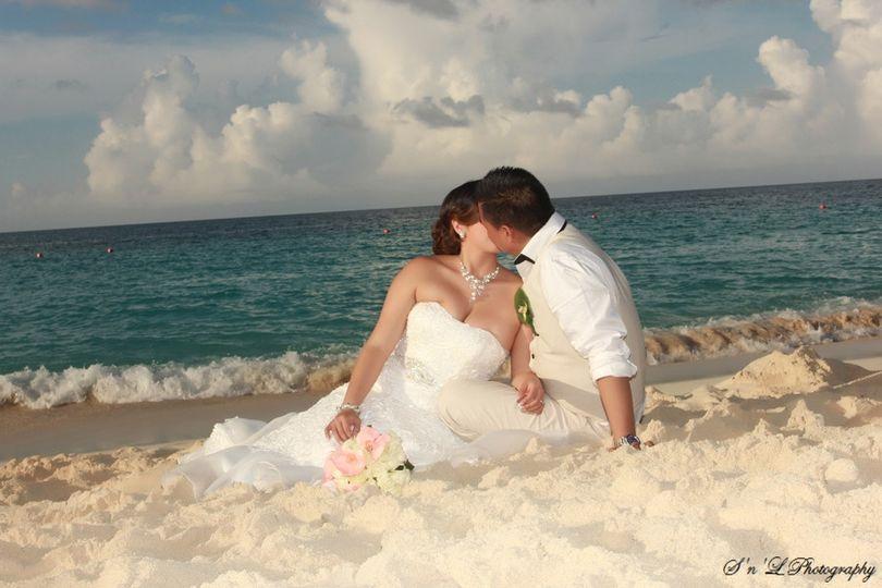 Kiss by the beach