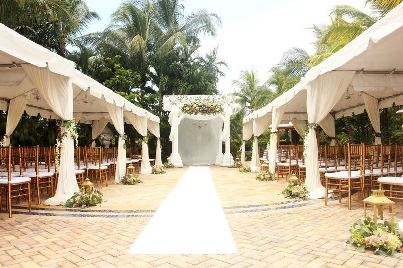 Romantic & Tropical