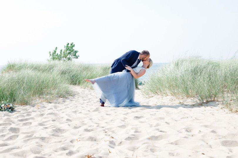 87859227acda1bd5 1533996723 fbf4d0da2f3b2dcd 1533996719801 5 beach wedding find
