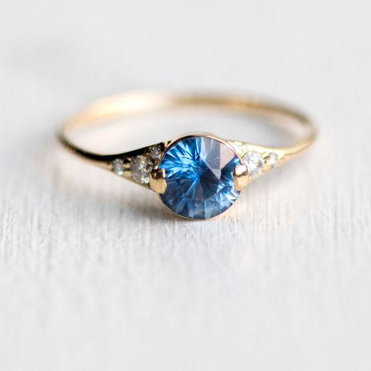 2017ladys slipper ringygbrightbluesapphire6mm2