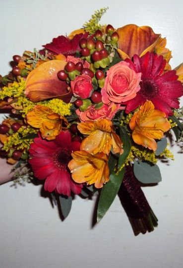 Beautiful fall bouquet designed by Fantastic Floral Events of Cala lillys, gerbera daisys, berries...