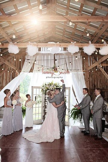 Decorating the barn to match your style is available for every bride.