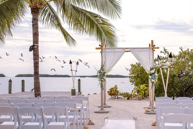 beach wedding set up 51 39305 1555530046