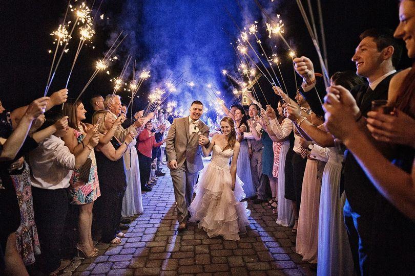 4266cd4eb860914c 1533735901 5dde76373fcf353c 1533735900794 2 wedding wire 4